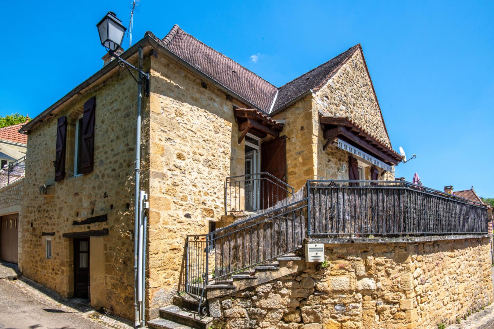 SECTEUR GOURDON - Agréable maison de village en pierre avec appartement indépendant et terrasse