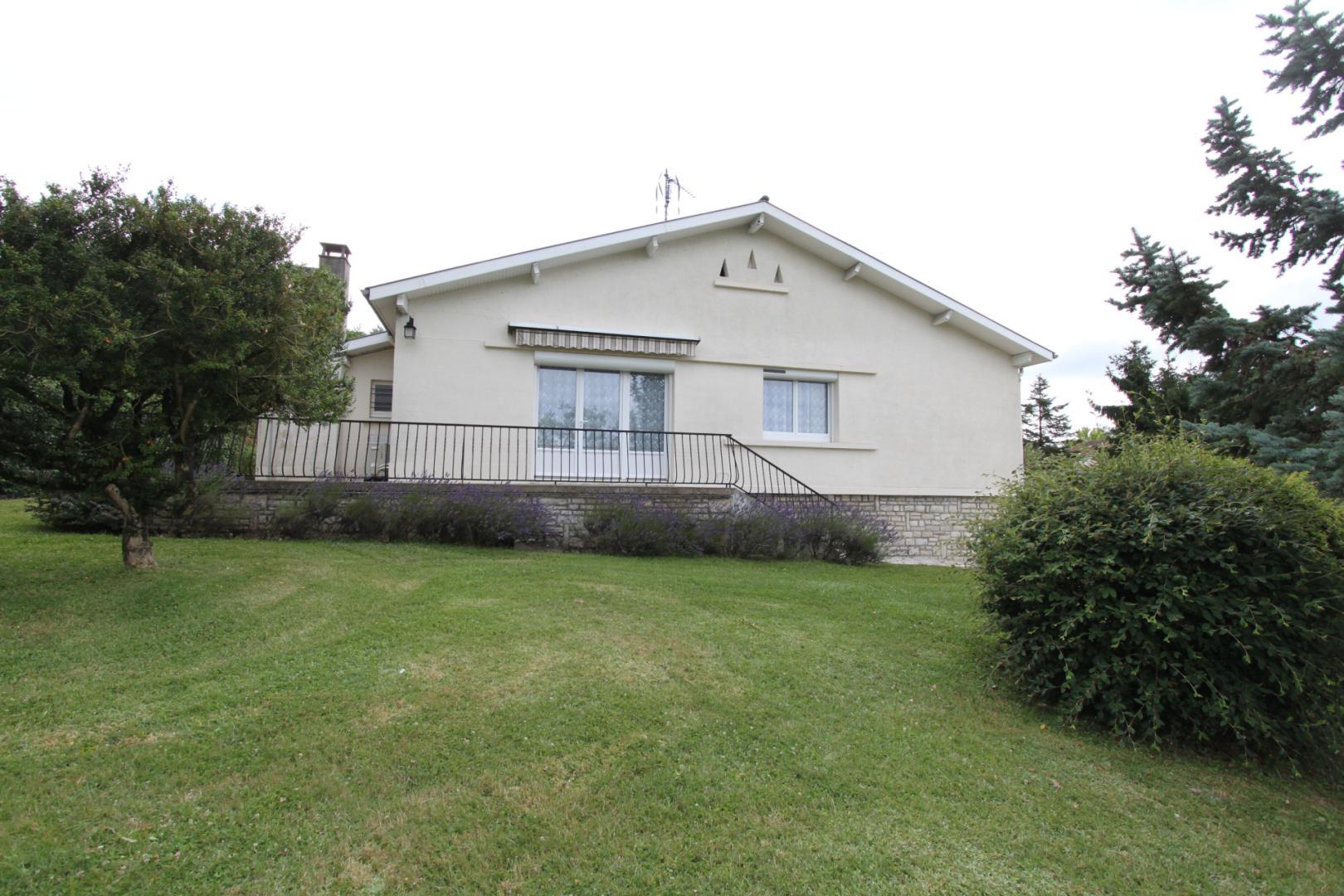 EXCLUSIVITE GOURDON - Agréable et fonctionnelle Maison de plain-pied sur 1506 m² arborés et clos avec garage proche commerces