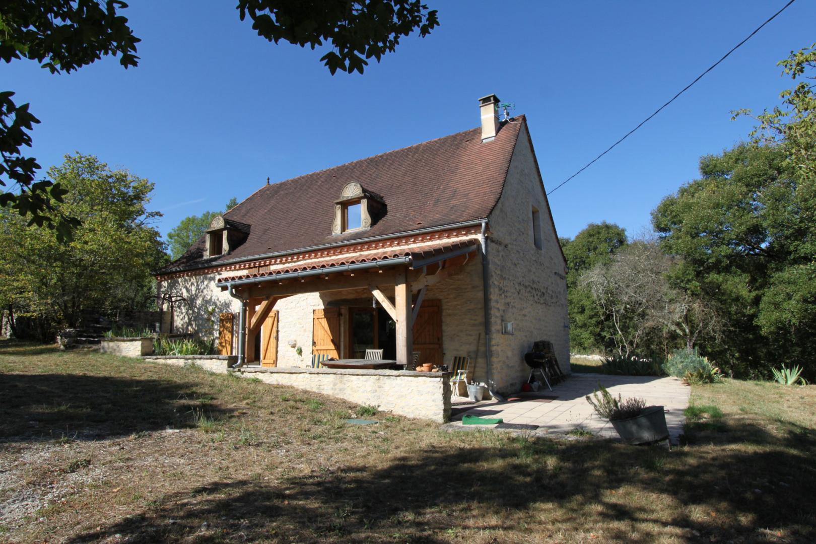 EXCLUSIVITE - En situation dominante sur 5535 m² arborés, Grange Quercynoise restaurée