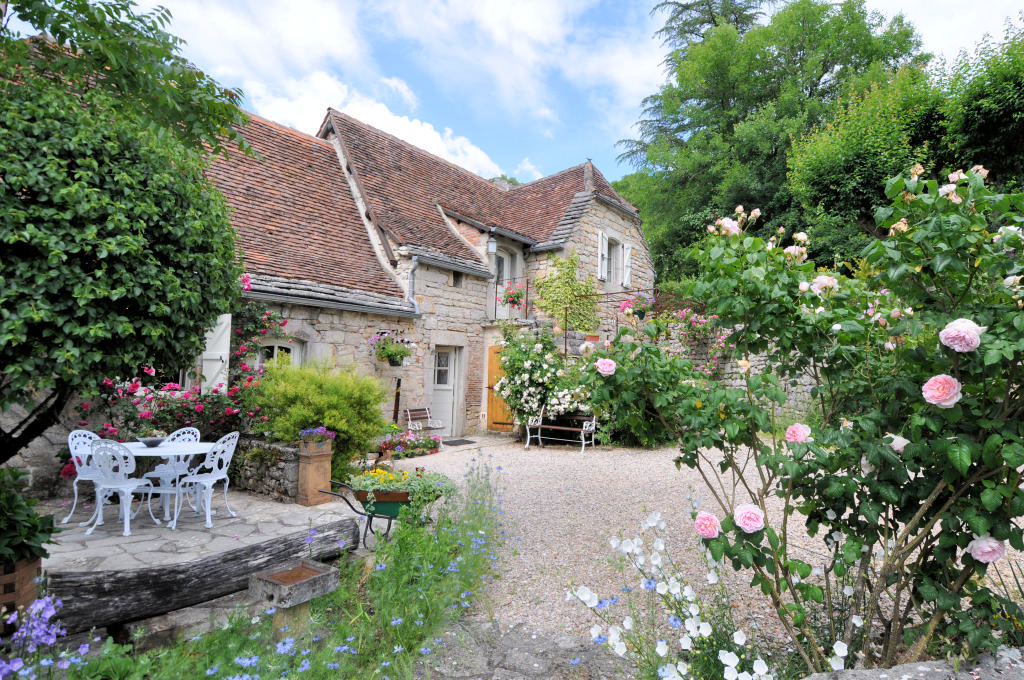 Maisons quercynoises chambre d'hôtes, gîte ,piscine, vallée du Célé, chemin ST Jacques.