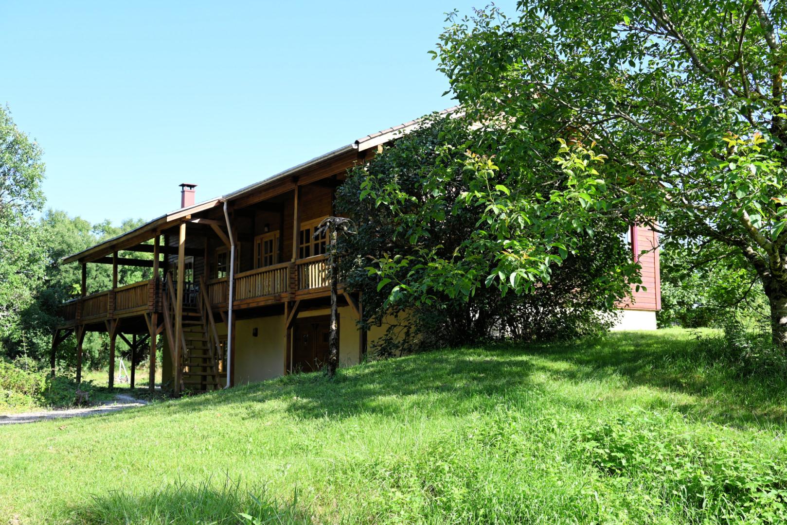 Maison bois de 225 m² sur terrain 5 000 m² proche site touristique vallée de la Dordogne
