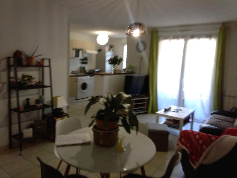 cahors . Appartement T2 avec terrasse et parking.Loué. Idéal investisseur.