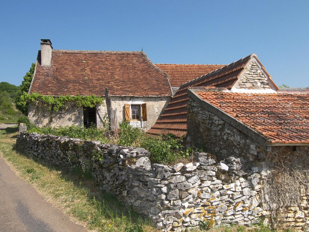 Saint-Géry, joli ensemble quercynois : maison à restaurer et four à pain.