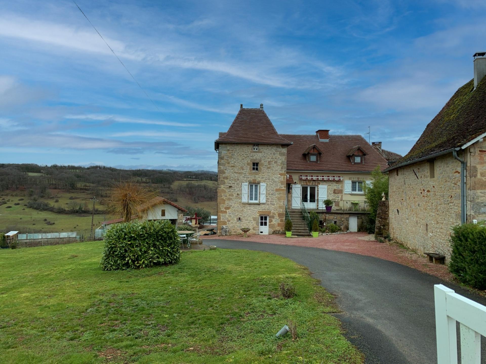 Ensemble de Maisons en pierre rénovée type 10, belle vue, Secteur Assier/Livernon, piscines