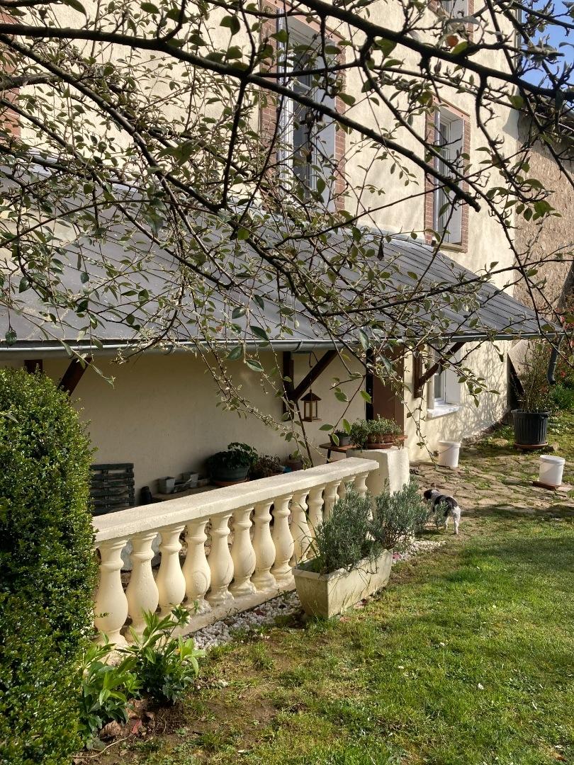 Masseret - Superbe maison en pierre des années 30 avec sa magnifique grange attenante.