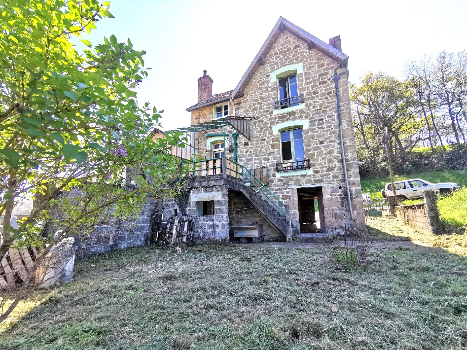 Brive- Maison en pierre à rénover proche centre ville