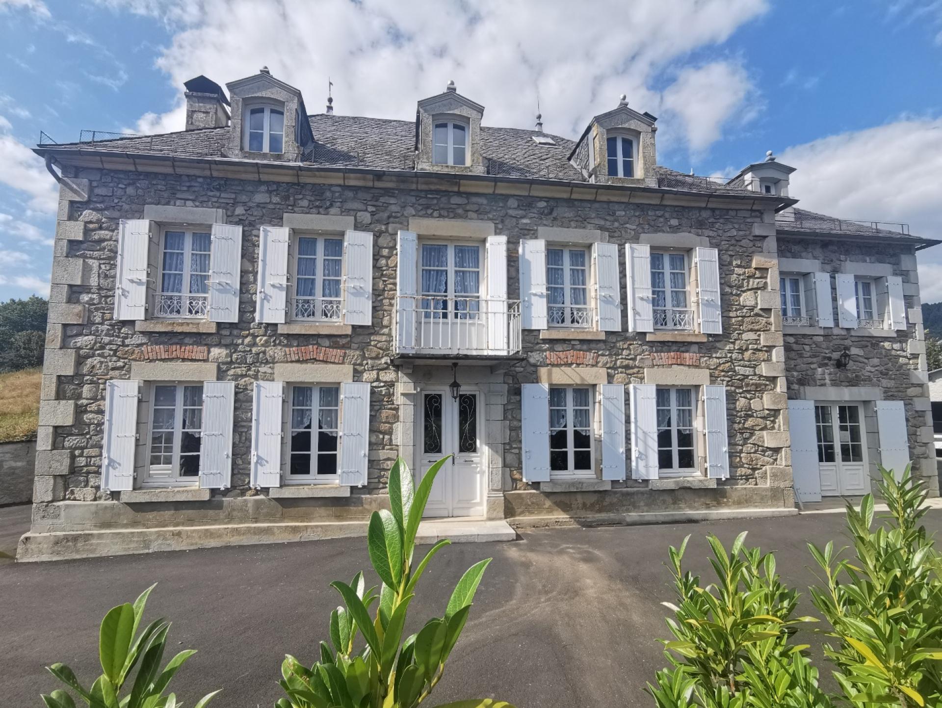 Cantal - Maison bourgeoise avec vue panoramique