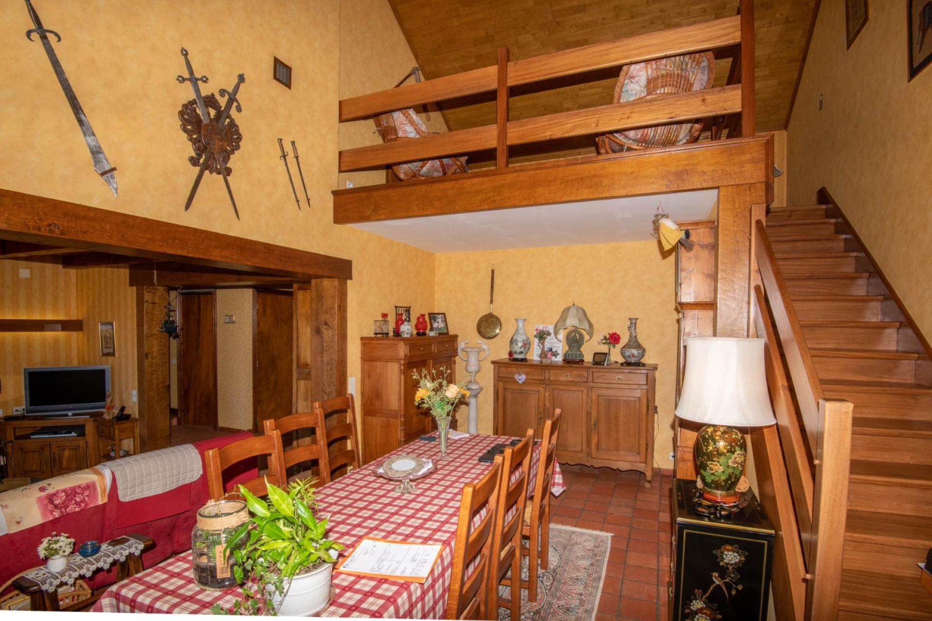 Souillac, Maison 150m², 3 chambres, vue, garage et atelier.