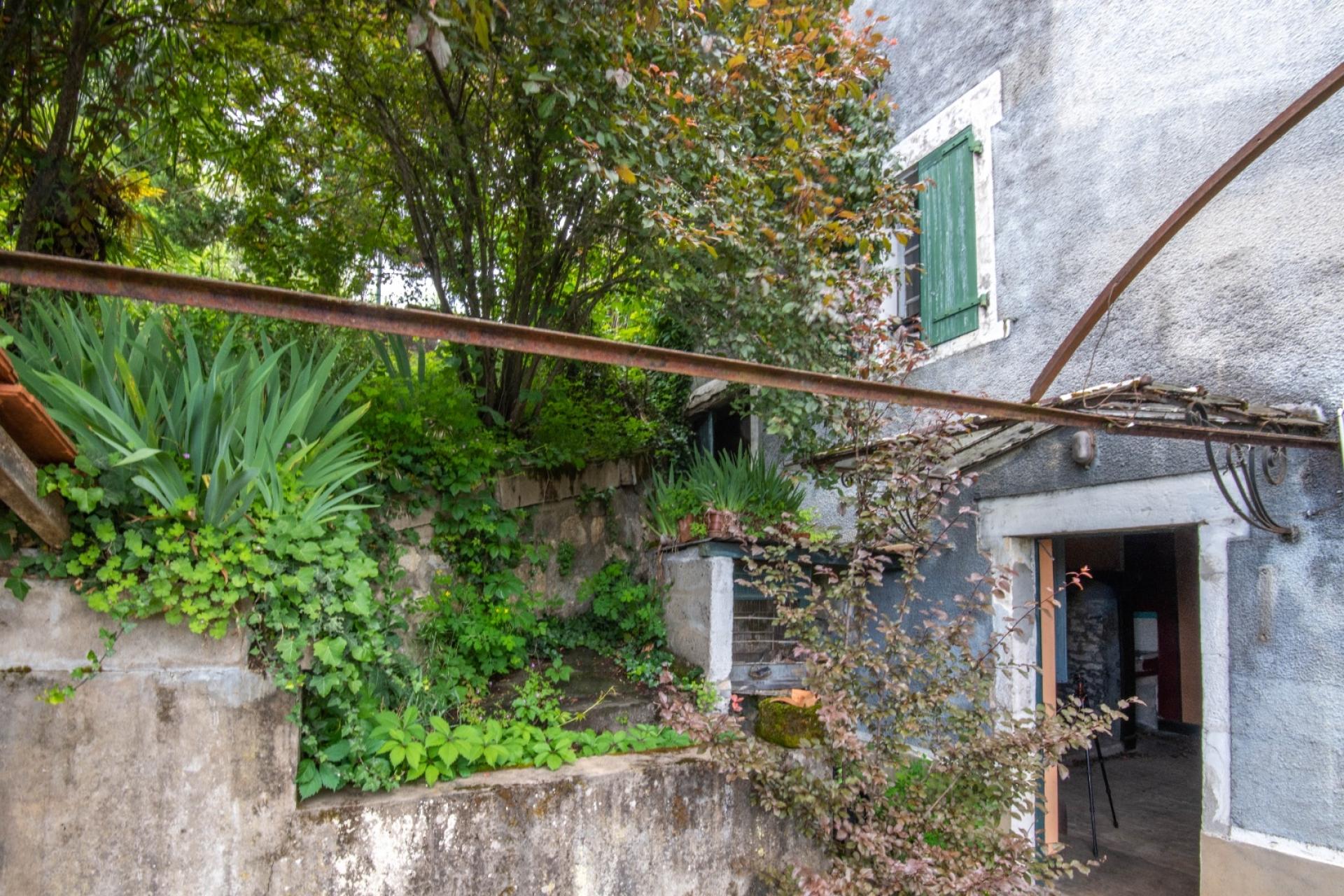 Souillac, Maison de ville avec jardin à restaurer.