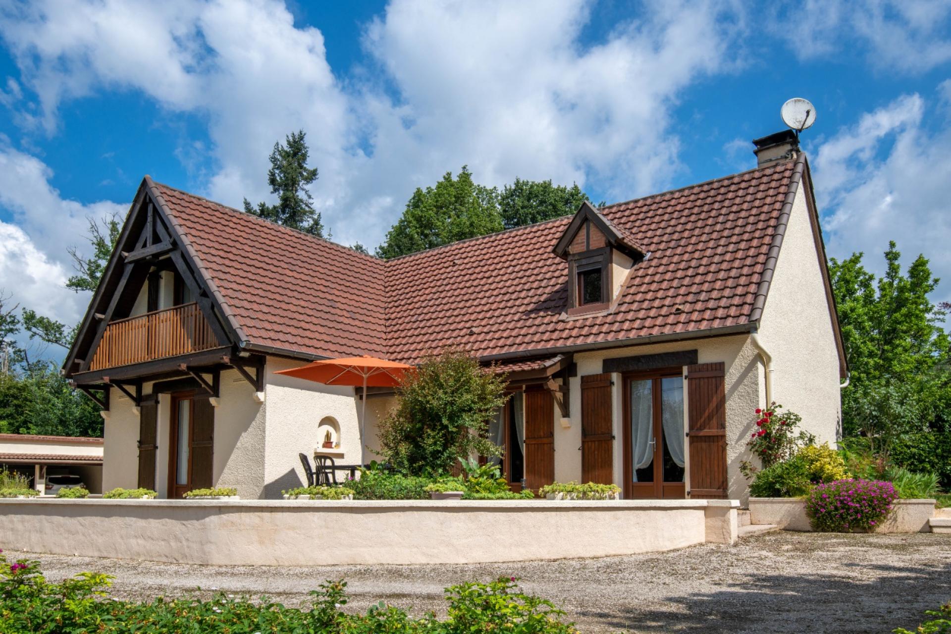 Souillac, maison 4 chambres et bureau, 3 garages, local indépendant sur parc 2500 m².