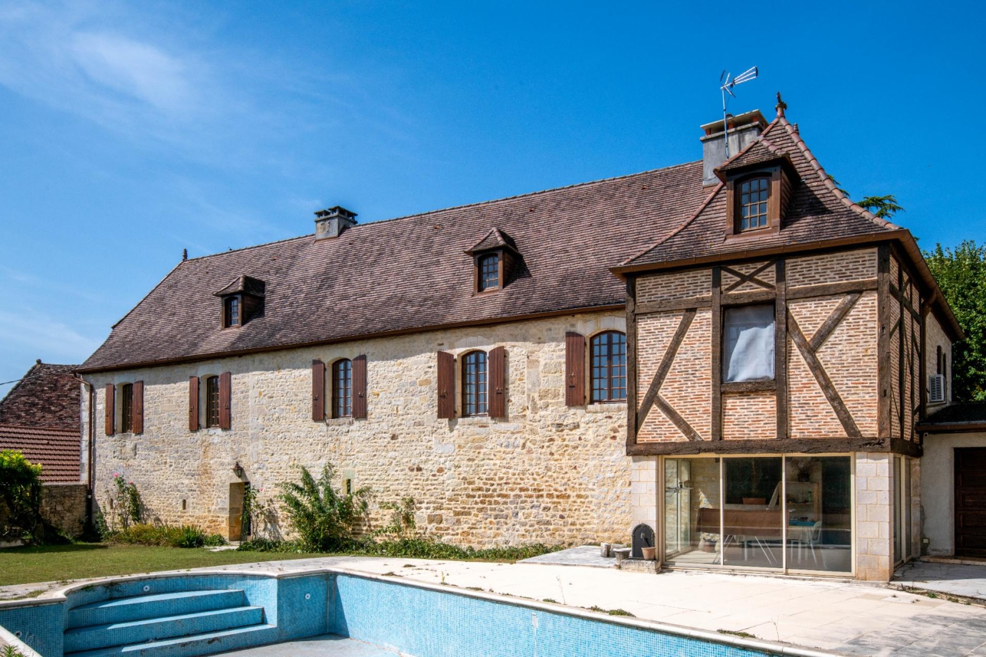 Gourdon, magnifique maison de maitre du 16ème siècle, jardin, piscine.