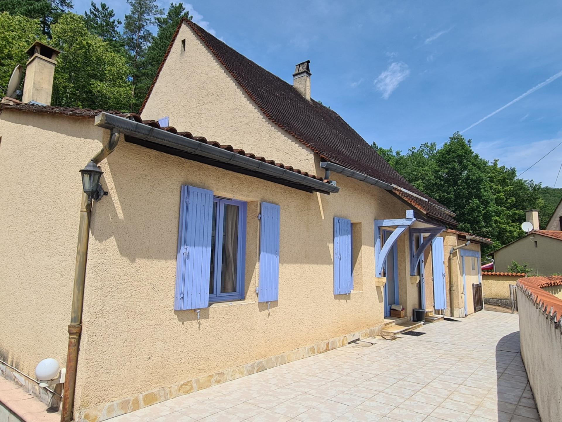 Montignac - Maison avec 3 chambres, garage, piscine, jardin et appartement indépendant.