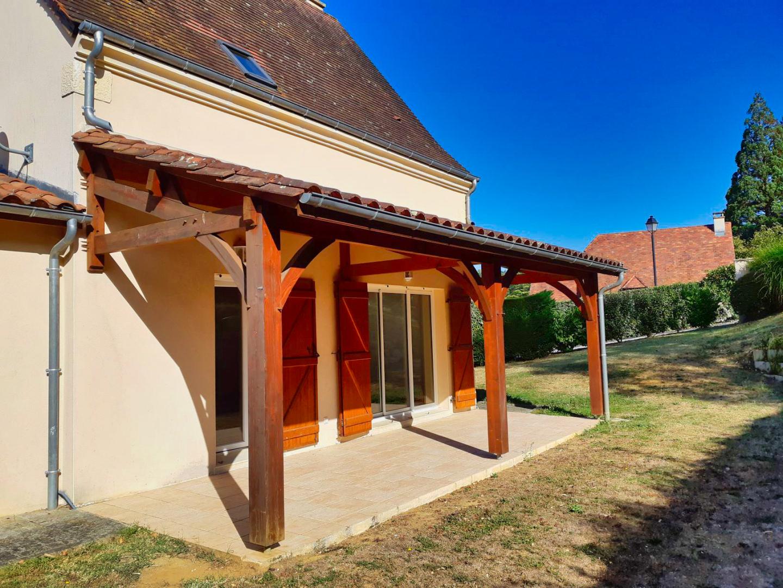 SARLAT- Maison avec garage dans une résidence avec piscine