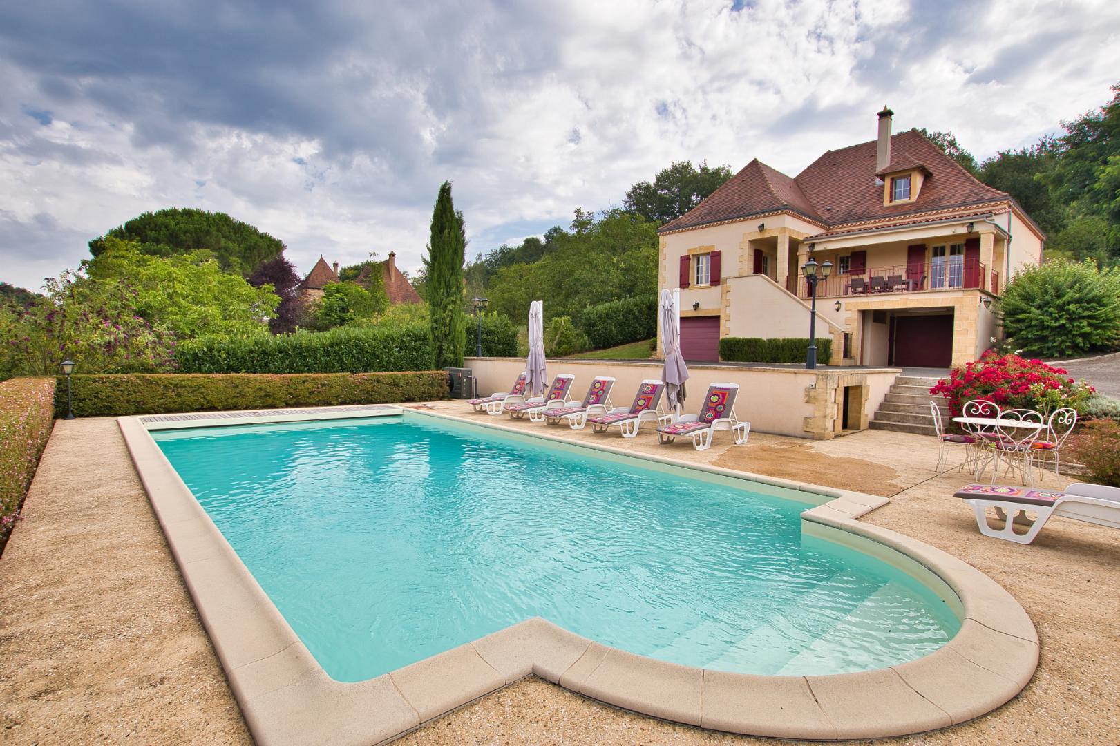 Sud Sarlat - Maison contemporaine en parfait état avec piscine et très belle vue - proche commodités